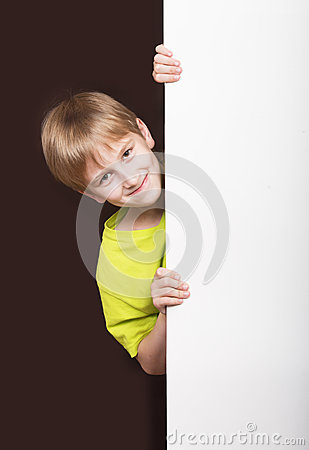 Free Boy Looking Around The Corner Royalty Free Stock Photography - 49166947
