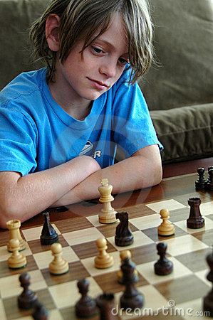 Free Boy Playing Chess Royalty Free Stock Photo - 909285