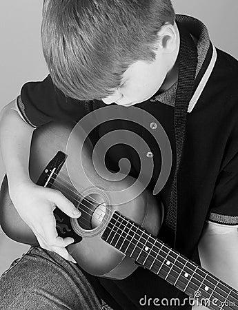 Free Boy Playing Guitar Royalty Free Stock Images - 4293889
