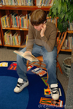 Free Boy Reading In Library Royalty Free Stock Image - 1830676