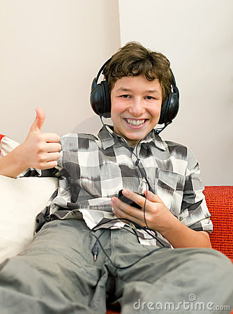 Boy s Thumbs up to Good Music