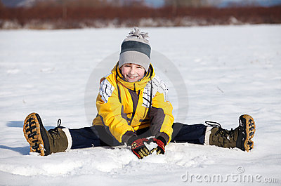Boy sit down in the snow