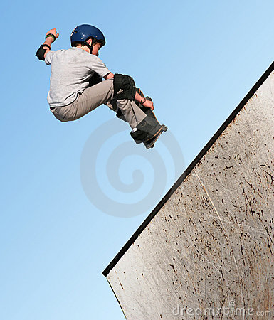 Free Boy Skateboarding Royalty Free Stock Photography - 87317