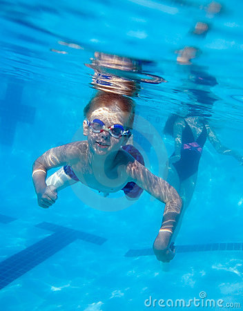 Free Boy Swimming Underwater Royalty Free Stock Image - 922236