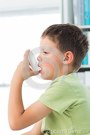 Free Boy Using Asthma Inhaler In Hospital Royalty Free Stock Image - 39229296