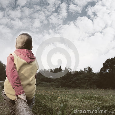 Free Boy Watching Far Away Royalty Free Stock Images - 61846559