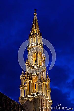 Brüssel-Kontrollturm nachts
