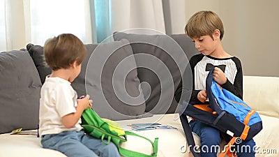 Bracia Przygotowywa dla szkoły zdjęcie wideo