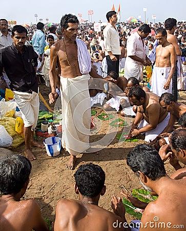 A Brahmin priest leads a Hindu commemoration Editorial Stock Image