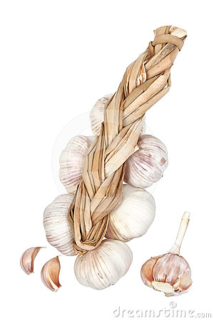 Braid of garlic and slices.