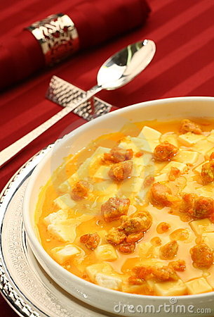 Braised bean curd with crab roe