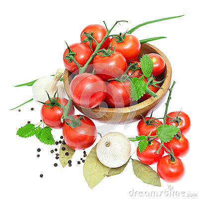 The branch of cherry tomatoes in a wooden bowl