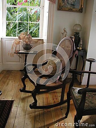 Brauner Stuhl der Plantage