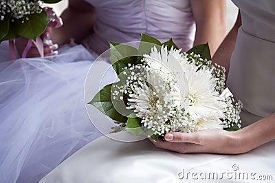Braut und Blumenstrauß