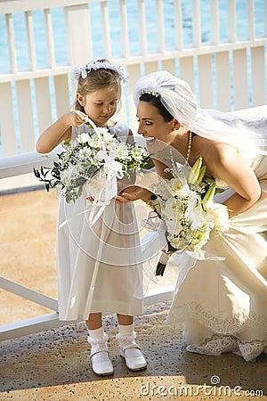 Braut und flowergirl.