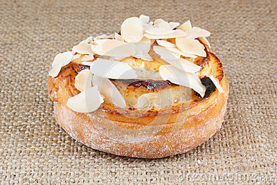Bread with almonds