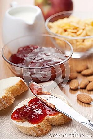 Risultati immagini per colazione latte pane e marmellata