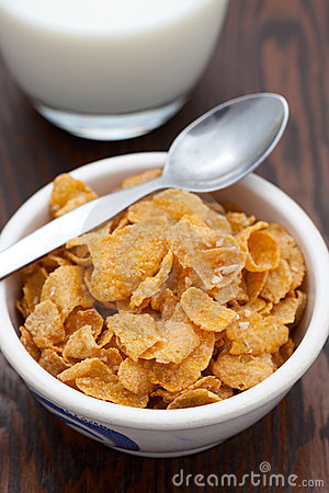 Breakfast cereal with fresh milk