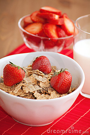 Breakfast cereal, milk and strawberries