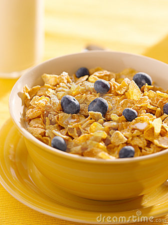 Breakfast : corn flakes with blueberries