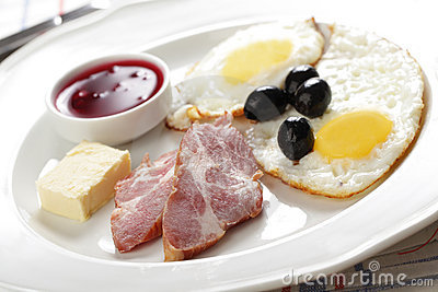 Breakfast with ham and eggs