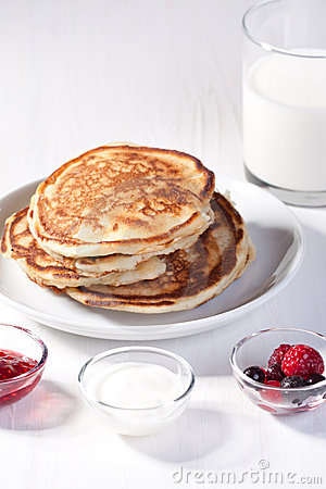 Free Breakfast With Pancakes And Strawberry Jam Royalty Free Stock Photos - 18204858