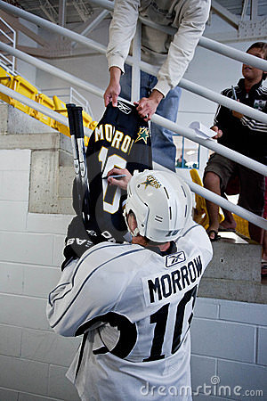 Brenden Morrow of Dallas Stars Signs Autograph Editorial Photography