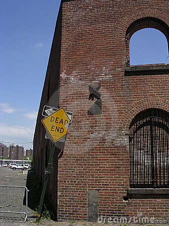 Brick building with Dead End Sign