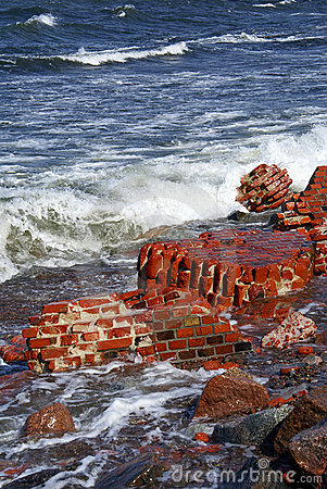 Free Brick On The Sea Royalty Free Stock Photography - 3526287