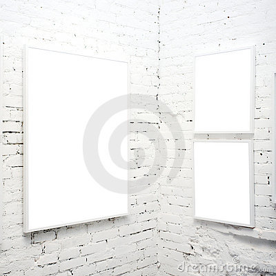 Free Brick Wall In Museum With Frames Royalty Free Stock Photos - 5559678