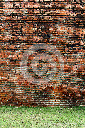 Free Brick Wall With Grass Floor Stock Image - 32566691