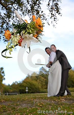 Bridal бросая венок