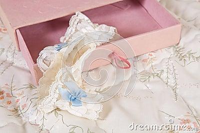 Bridal garter in pink box