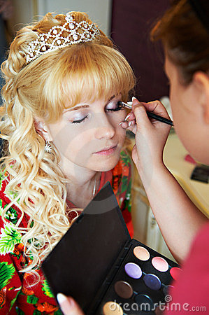 Bridal make-up in morning