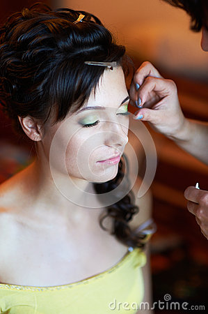 Bridal make-up in the morning