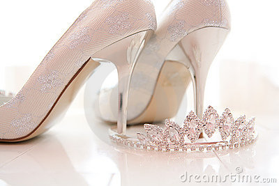 Bridal shoes and tiara