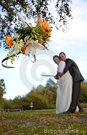 The bridal wreath throwing