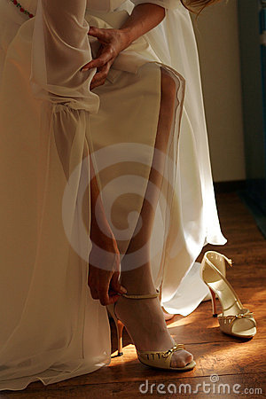 Bride adjusting her Shoes