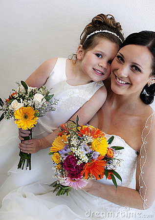 Free Bride And Flower Girl Royalty Free Stock Photo - 15184815