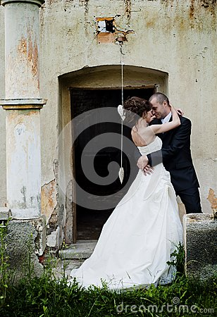 Free Bride And Groom Royalty Free Stock Photography - 33254757