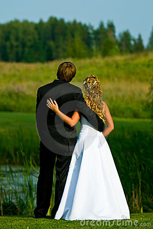 Free Bride And Groom At Pond Royalty Free Stock Photo - 7162095