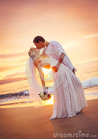 Free Bride And Groom, Kissing At Sunset On A Beautiful Tropical Beach Royalty Free Stock Photography - 36074347