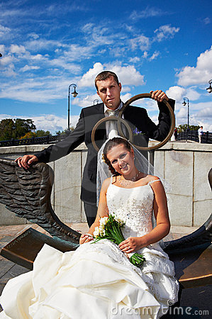 Free Bride And Groom On Bronze Bench Stock Photo - 22578630