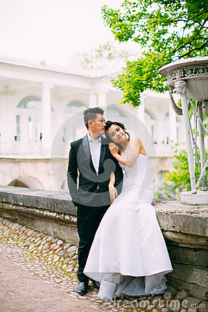 Free Bride And Groom Posing On The Streets Stock Images - 82870654