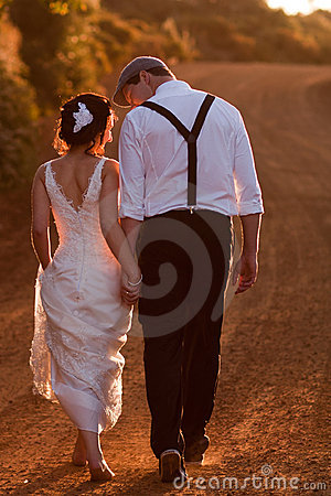 Free Bride And Groom Walking Stock Photos - 17941013