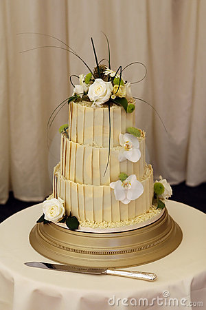 Free Bride And Grooms Wedding Cake Stock Photography - 1070432