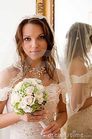 Free Bride At The Mirror Stock Image - 2872921