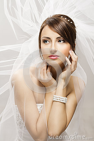 Free Bride Fashion Beauty Portrait, Wedding Face Makeup Hairstyle Stock Photos - 53666323