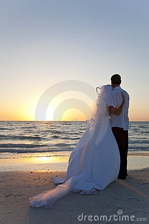 Free Bride & Groom Married Couple Sunset Beach Wedding Royalty Free Stock Images - 18250169