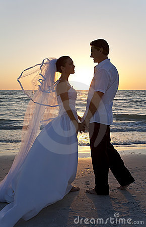 Free Bride & Groom Married Couple Sunset Beach Wedding Stock Photos - 18326723